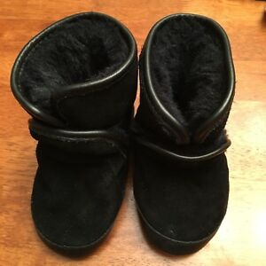 Robeez Lined Black Boots Size 12-18 Months