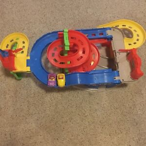 Fisher price - sit n stand skyway !!