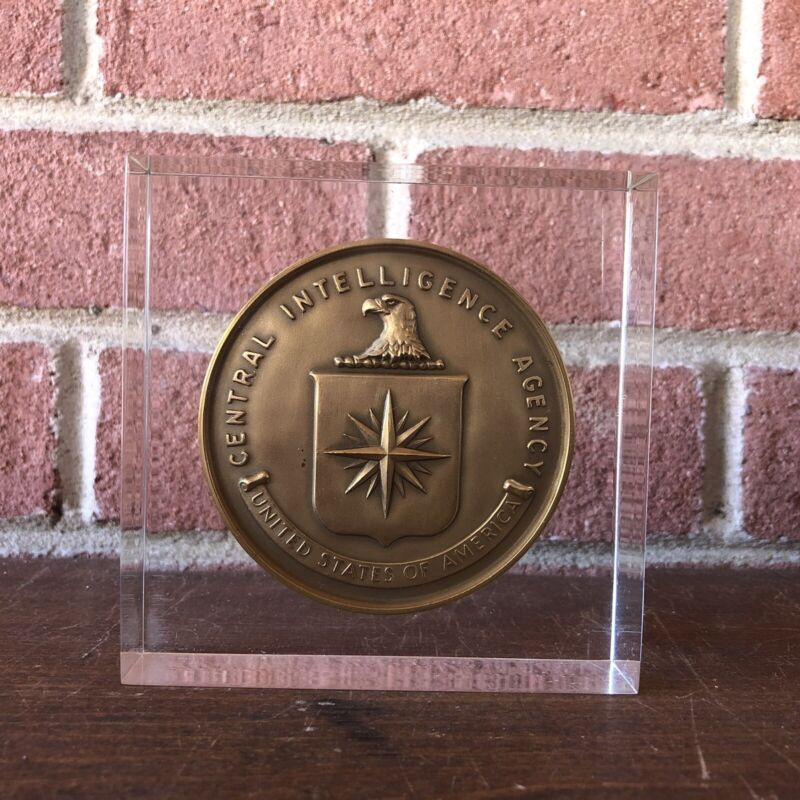 RARE!!! CIA Bronze Service Medal in Lucite 1948 - 1970 For Honorable Service