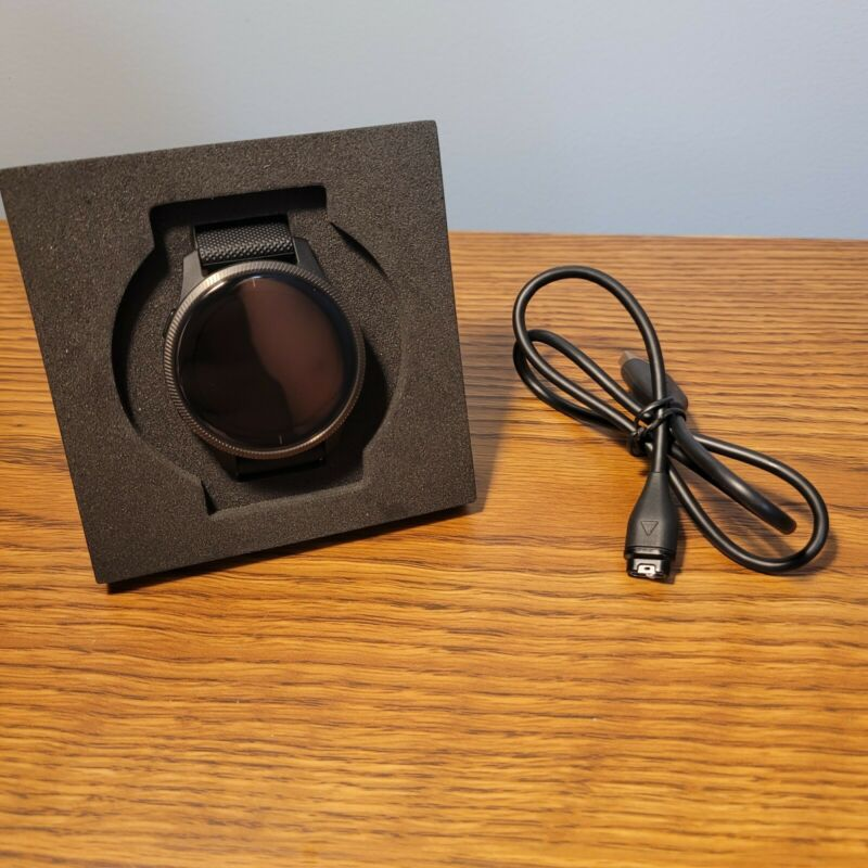 Garmin Venu, GPS Smartwatch with Bright Touchscreen Display NEW -Open Box- 43mm