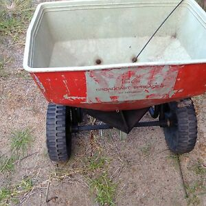Lawn fertilizer spreader Nulsen Esperance Area Preview