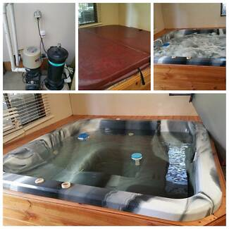 Large 4-6 person Spa, all electric, cover, buyer to remove Morphett Vale Morphett Vale Area Preview
