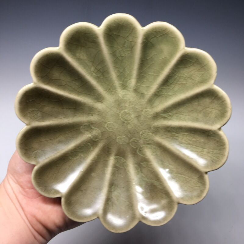 Chinese Song Ge-Type Celadon Lotus Petal Brush Washer Scholar