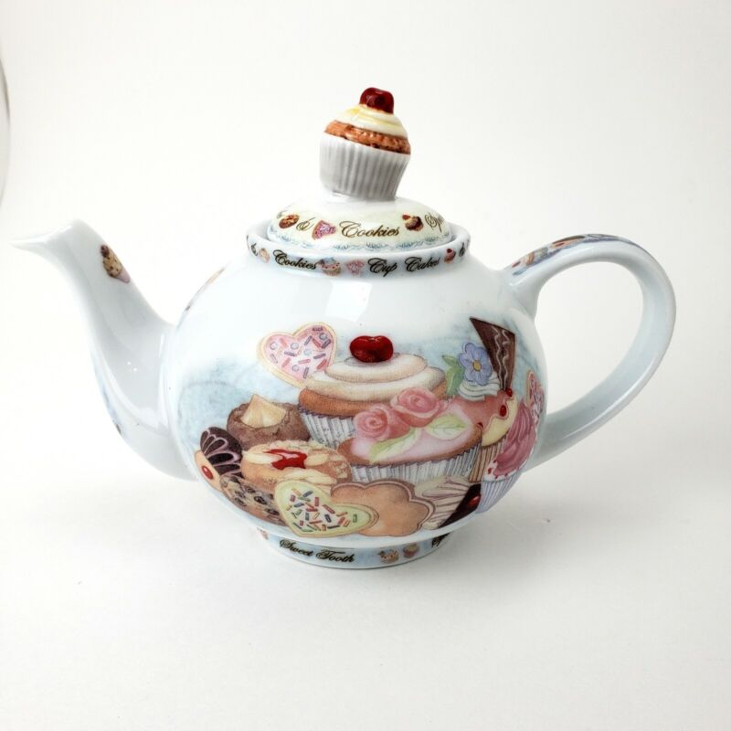 Cardew Design CUPCAKE & COOKIES teapot/Collectable.
