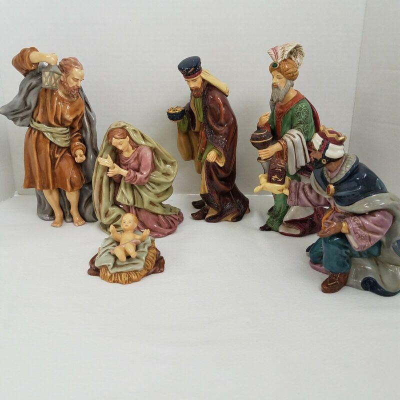 Porcelain Full Color Nativity Set 3 Wise Men/Mary/Joseph/Jesus Manger Christmas