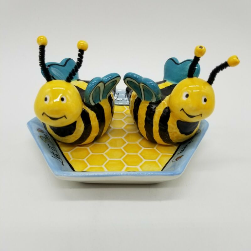 Appletree Design Ceramic Pair of Bees Salt and Pepper Shakers on Dish EUC