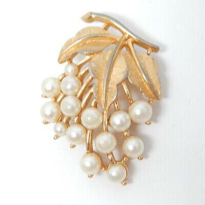 CROWN TRIFARI WHITE PEARL BRUSHED GOLD BOUQUET 1 7/8