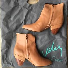 Beautiful top grain leather boots - TAN - SIZE 10 Bronte Eastern Suburbs Preview