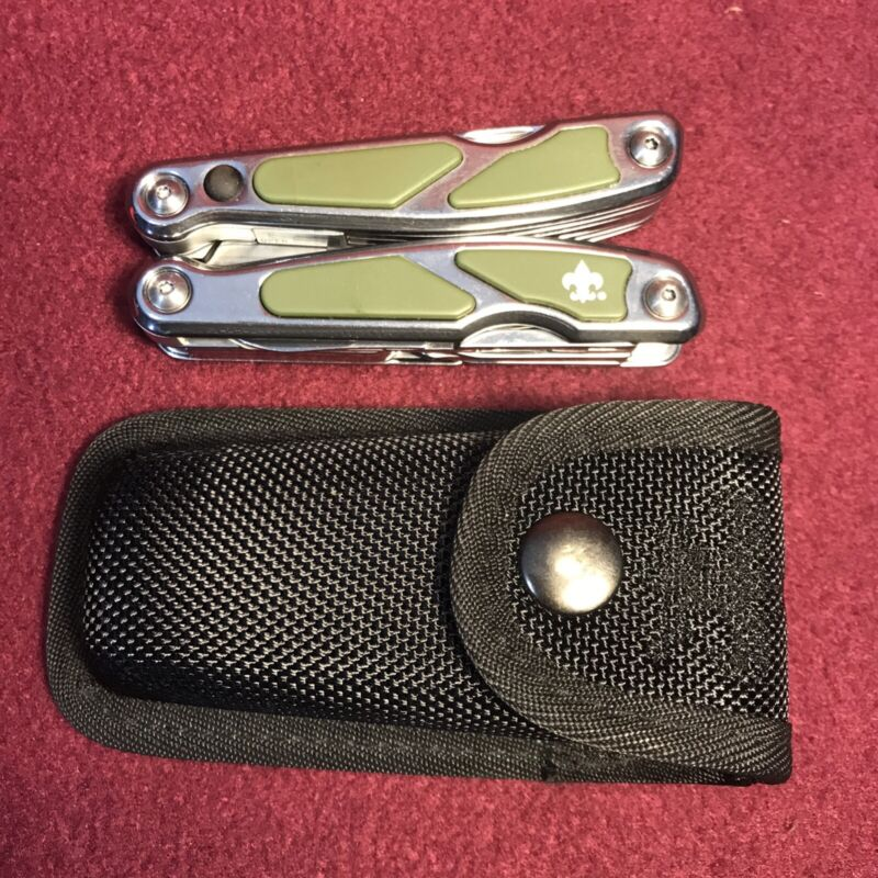 Boy Scouts Of America 12 feature Multi Tool Set with sheath
