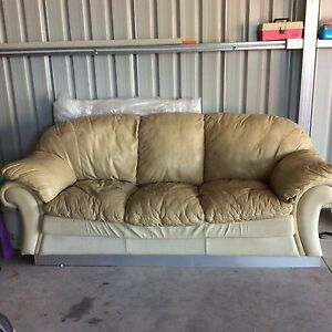 2 leather sofa Wilberforce Hawkesbury Area Preview