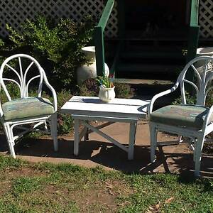 2  WHITE  CANE  CHAIRS  AND  RUSTIC WOOD  TABLE Stockleigh Logan Area Preview