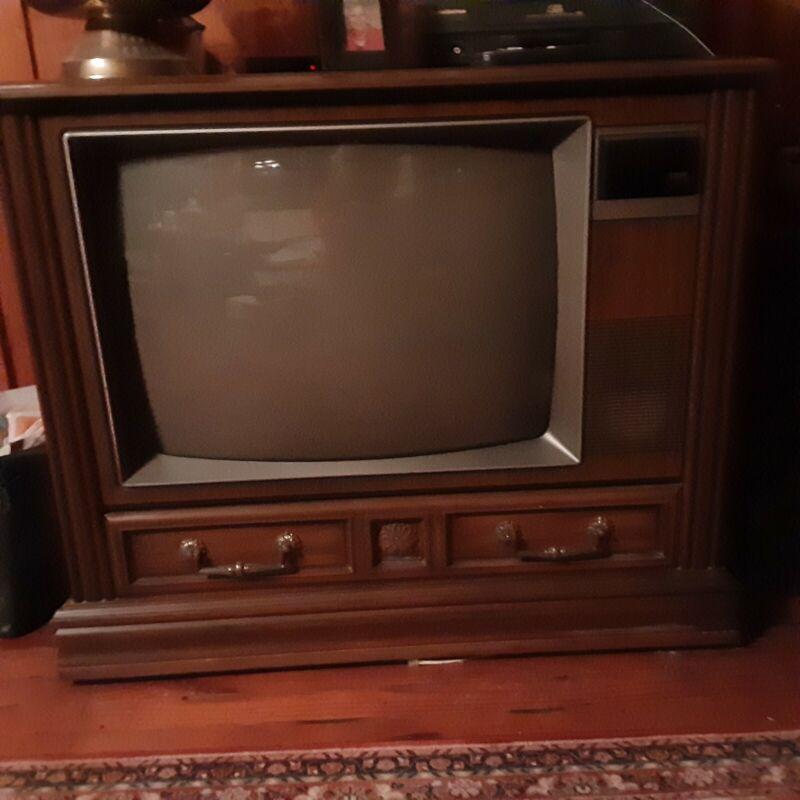 RCA XL-100 Televison wood finish Vintage
