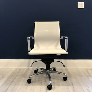 White Modern-style Desk Chair - Excellent Condition!