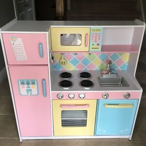 Children's kitchen and accessories