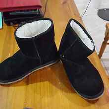 Size 9 ugg boots Upper Coomera Gold Coast North Preview