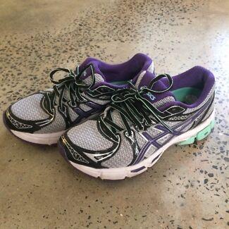 Oasics Size 7 Gel Exalt 2 runners