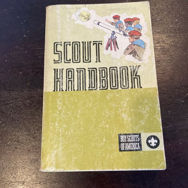 Scout Handbook Boy Scouts of America (June, 1972) 8th Edition 1st Printing