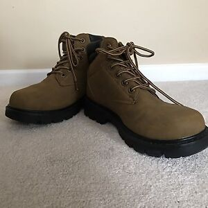 BRAND NEW WINTER BOOTS - Size 7 (men)