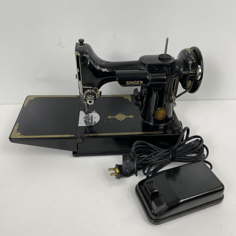 SINGER 221 Featherweight Sewing Machine & Pedal 1952