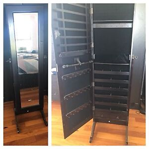 Jewelry cabinet Nowra Nowra-Bomaderry Preview