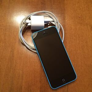 iPhone 5c 16g *UNLOCKED/Lowered price* Kingston Kingston Area image 2