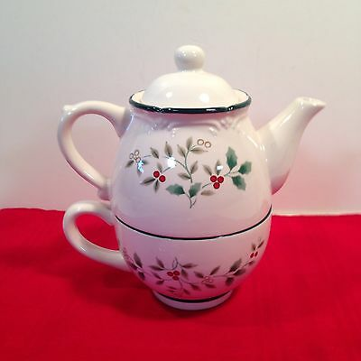 Pfaltzgraff ceramic Tea For One Winterberry Cup & Teapot set HOLLY BERRY DESIGN