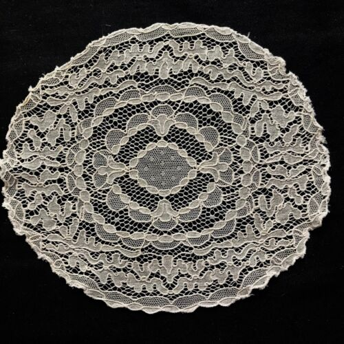 """Antique  Oval Netting Lace French Off-white Doily 8 1/2"""" x 7 3/4"""" Table Decor"""