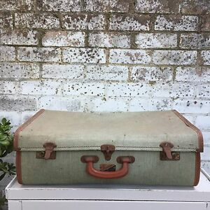 Vintage retro rustic suitcase traveling trunk Leichhardt Leichhardt Area Preview