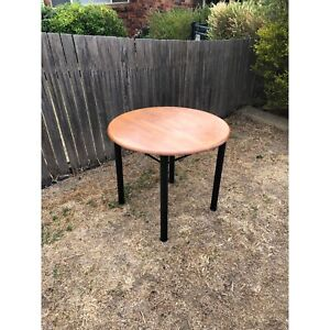 Table - Very cheap - Negotiable - Can be delivered
