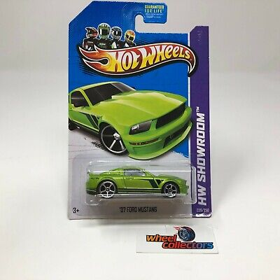'07 Ford Mustang #229 * Green * 2013 Hot Wheels * ZC24