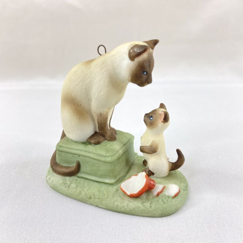 Christmas Mourning by Irene Spencer Vintage 1987 Porcelain Siamese Cat Ornament
