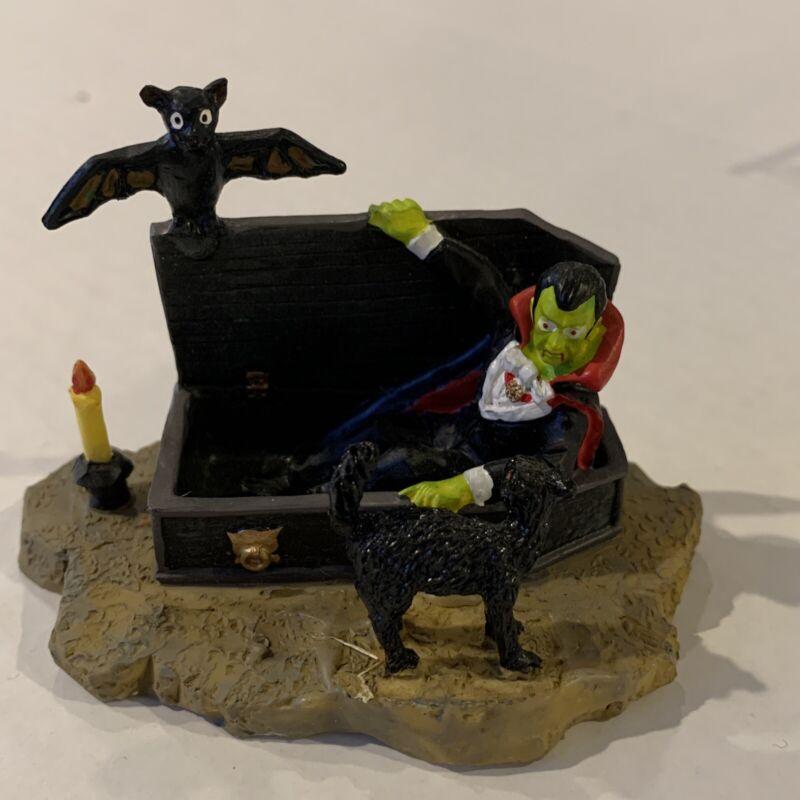 Lemax Spooky Town / Pumkpin Hollow Vampire in Casket  #22600 Retired  2003