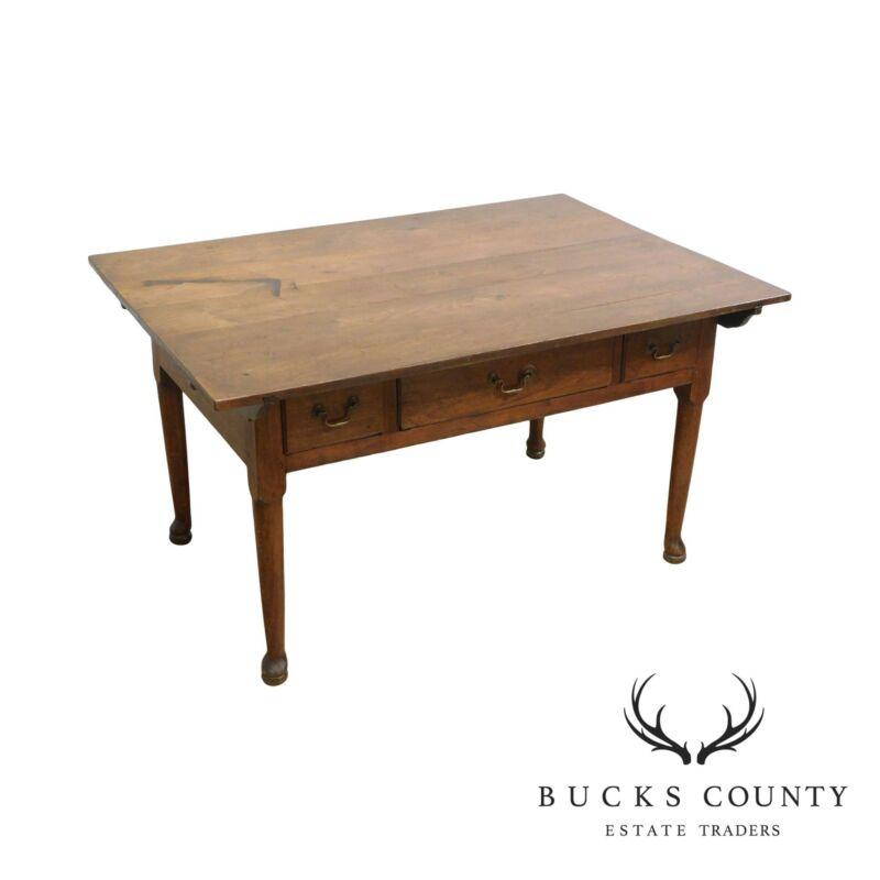 Antique 18th Century Pennsylvania Walnut Queen Anne Tavern Table
