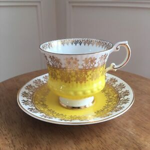 VINTAGE Elizabethan tea cup and saucer