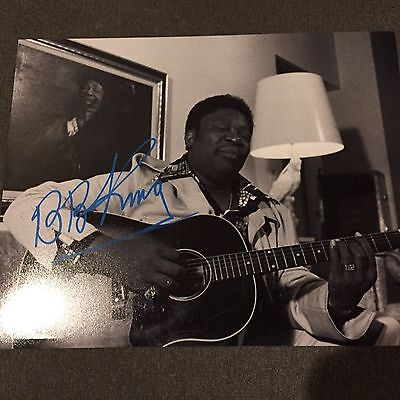 BB KING SIGNED 11x14 Photo Acoustic Guitar - Bold Rare