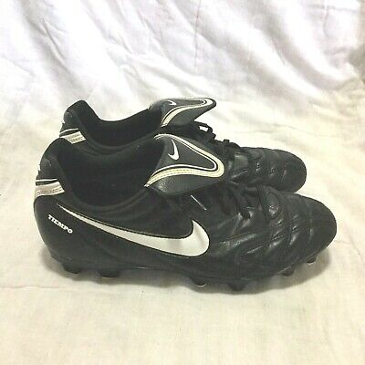 NIKE TIEMPO LIGHTWEIGHT SOCCER CLEATS / BLACK WHITE ( SIZE 4Y ) YOUTH