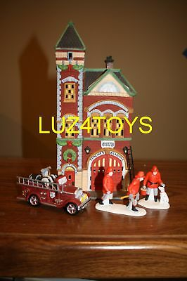 CHRISTMAS IN THE CITY RED BRICK FIRE STATION + 2 Sets