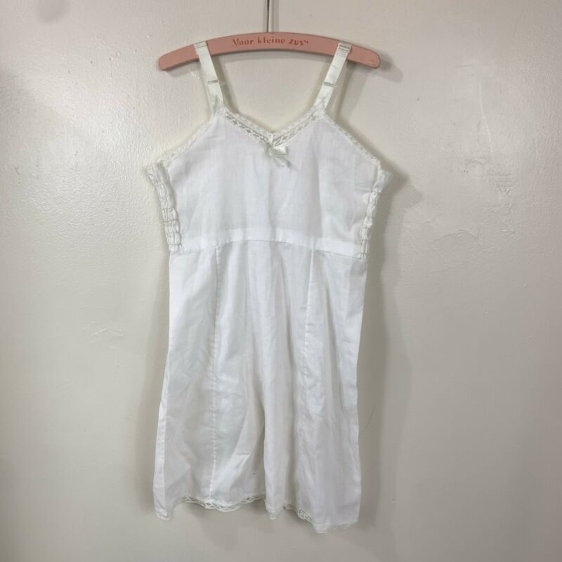 VTG HER MAJESTY WHITE LACE TRIM BOW ACCENT GIRLS NIGHTGOWN SLIP SIZE 7 GIRLS