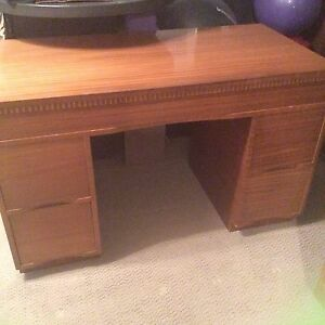 Buy Or Sell Desks In Edmonton