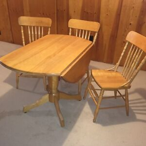 Bass River Kitchen Table and 4 Chairs