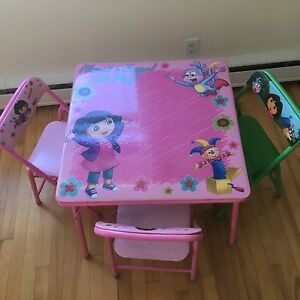 Dora kids table with 3 chairs