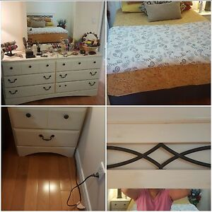 Queen bedroom set un excellent condition!