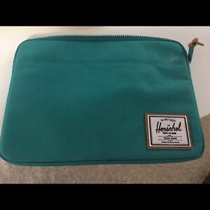 Herschel laptop sleeve