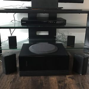 Dynex Tv 32 + Samsung sound system + a table for sale !