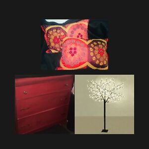 Led tree, pillows, red antique e