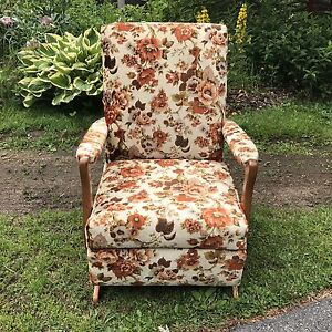 Vintage Rocker. Retro Flower Rocker, Rocking Chair. Comfy