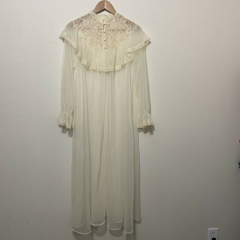 Vintage 70s sheer gauzy robe Medium lace capelet lingerie southern button up