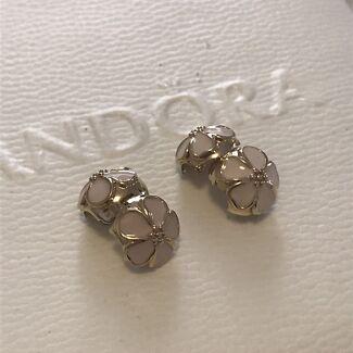 Brand New Pandora 14k Gold Cherry Blossom clips