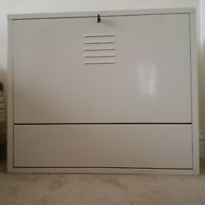 lockable wall mounted floating PC desk IKEA very good condition, beige metal