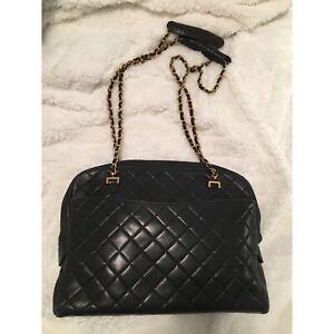 a82f42ea8667 Vintage Chanel Purse Guarantee Authentic